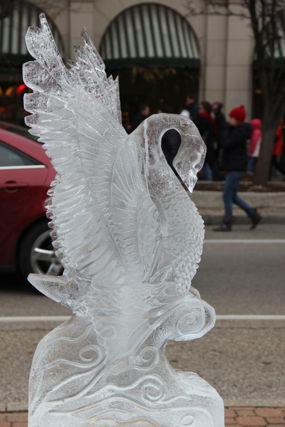Icy bird, https://huffygirl.wordpress.com, © Huffygirl 2013