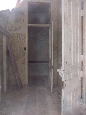 Patient dressing room. Note Dutch door.